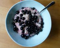 porridge and black currants