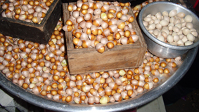 Ginkgo nuts and kernels in a market