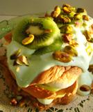 Pistachio pavlova with kiwi slices